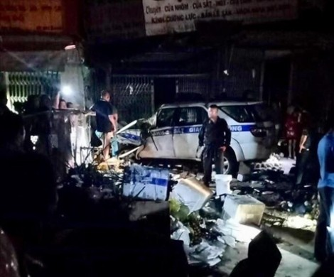 Người dân chặn giữ tài xế xe CSGT tông chết thanh niên bán trái cây thuê