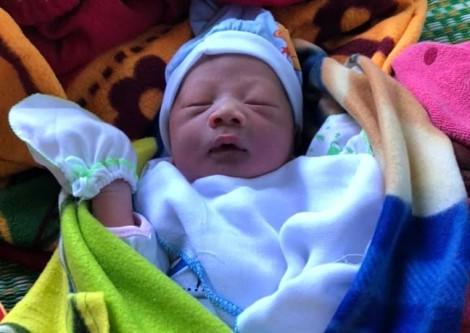 Mẹ bế con trai mới sinh vào bệnh viện 'gửi' rồi bỏ đi biệt tích
