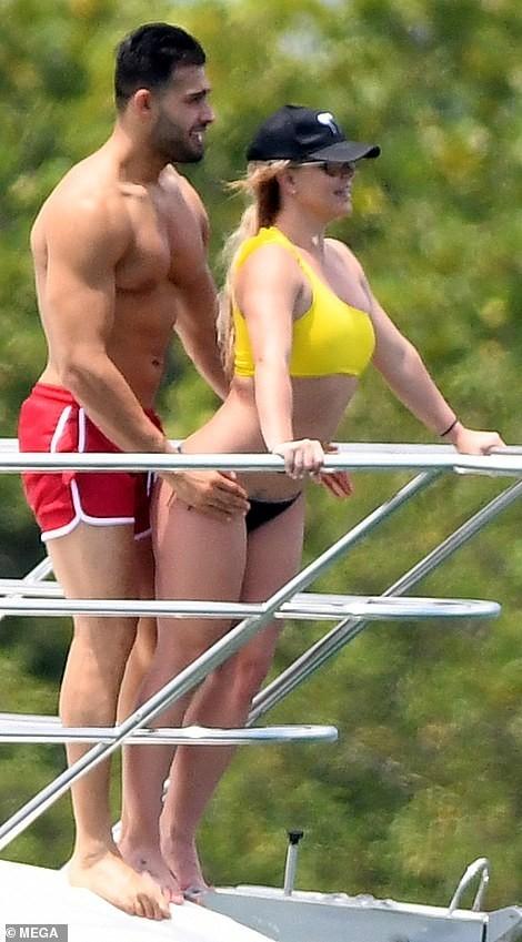 Britney Spear bức xúc tố paparazzi cố tình chỉnh ảnh, làm cô trở nên 'phì nhiêu'