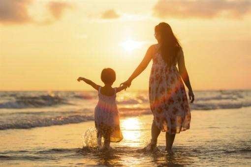 Phụ nữ độc thân muốn nhận cháu làm con nuôi cần thủ tục gì?