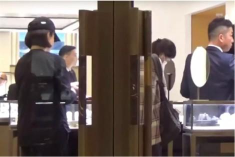 Lâm Thanh Hà bị bắt gặp hôn một người đàn ông không phải chồng