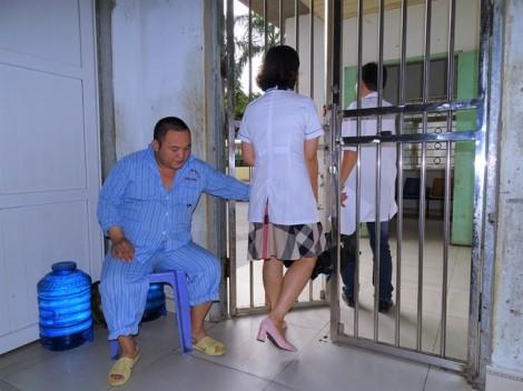 Bệnh nhân vô danh canh cửa tại Bệnh viện Tâm thần hàng chục năm