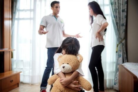 Bác sĩ Nguyễn Lan Hải: Tâm lý bù đắp hậu ly hôn khiến trẻ ngộ nhận được 'mua chuộc'
