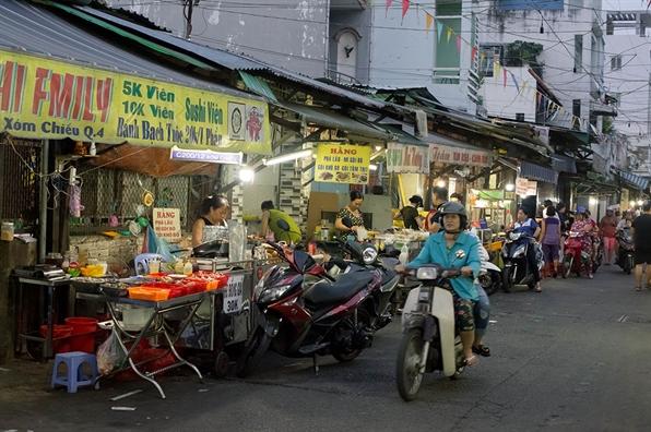 Cho 200 Xom Chieu - khu cho an vat nuc tieng quan 4
