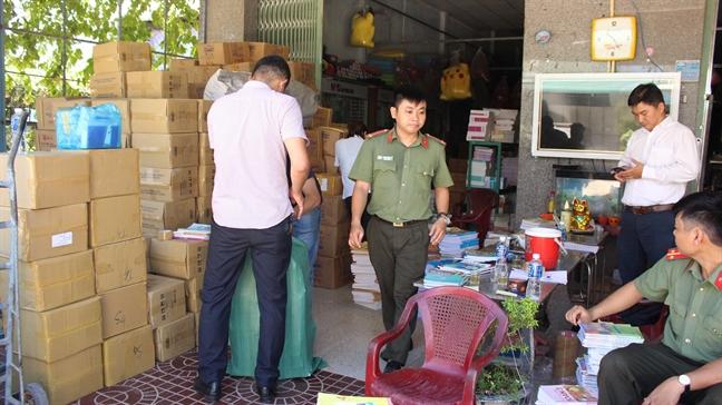Binh Dinh: Phat hien 72.600 cuon sach giao khoa nghi lam gia