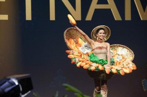 Bánh xèo, heo quay, cua Cà Mau... và hàng loạt món ăn khác thành mẫu trang phục tranh suất đi thi quốc tế