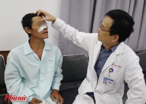 Bị bạn ghim đũa vào hốc mắt 4 năm, người đàn ông không hay biết