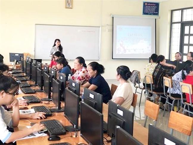 Dua vao cong nghe va internet de cai cach hanh chinh