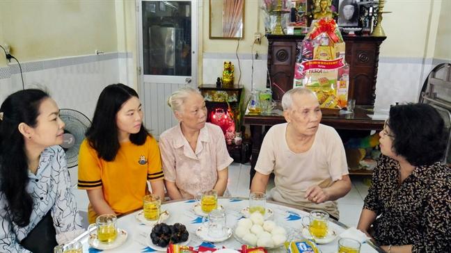 Sinh vien Lao duoc trai nghiem cuoc song  gia dinh Viet