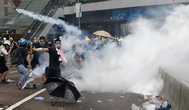 Mang xa hoi - cong cu dac luc cho nguoi bieu tinh Hong Kong