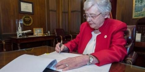 Thẩm phán Alabama cho phép kẻ cưỡng bức đến thăm con chung với nạn nhân