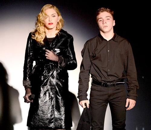 Madonna: Tinh yeu cua nguoi me trong vang hao quang nu hoang