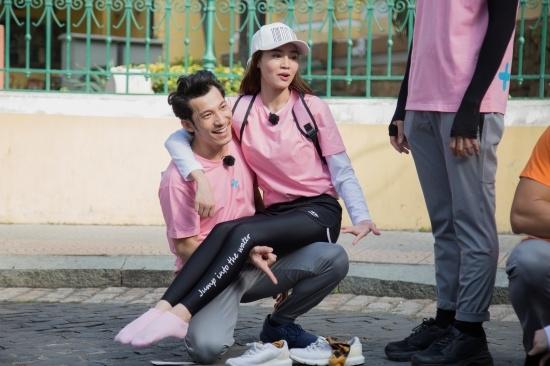 Thoi trang da sac cua Ninh Duong Lan Ngoc trong 'Chay di cho chi'