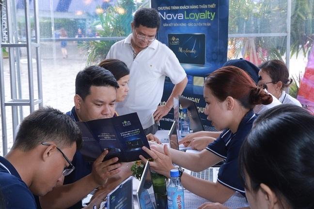 The thanh vien NOVALOYALTY 'trao tay' hang ngan khach hang tai Novaland Expo 2019