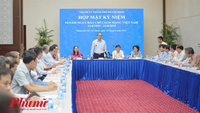 Bi thu Thanh uy TP.HCM Nguyen Thien Nhan: 'Bao chi phai thuc day de co quan quan ly lam viec nhanh hon'