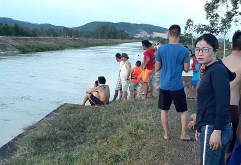 Tắm sông cùng bạn trai, thiếu nữ 18 tuổi bị nước cuốn trôi 2km