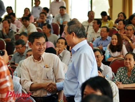 Cử tri hỏi Bí thư Nhân vì sao chưa cách hết các chức vụ trong Đảng với ông Lê Tấn Hùng