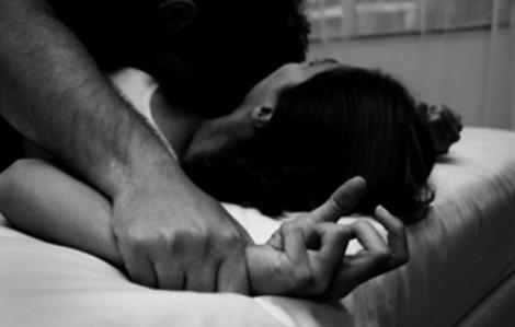 Thanh niên ngủ nhờ nhà người quen rồi hiếp dâm thiếu nữ 16 tuổi con chủ nhà