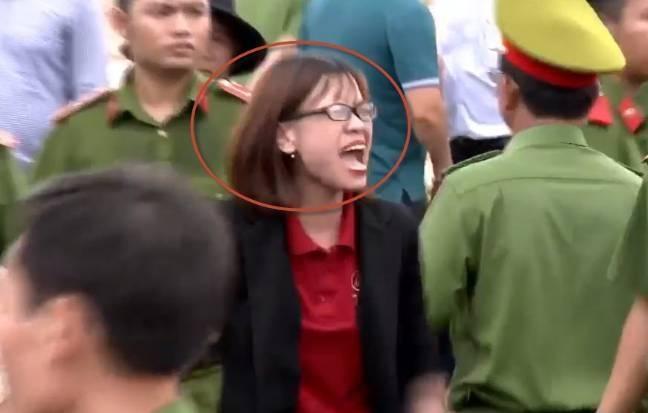 Bi khoi to toi 'co y huy hoai tai san', 2 nhan vien dia oc Alibaba doi dien ban an 7 nam tu giam