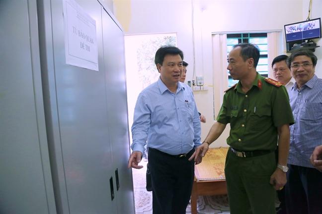 Thu truong Bo GD-DT nhan nhu thi sinh truoc gio G