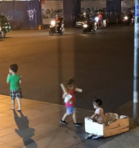 Những đứa trẻ ở góc ngã tư Caravelle