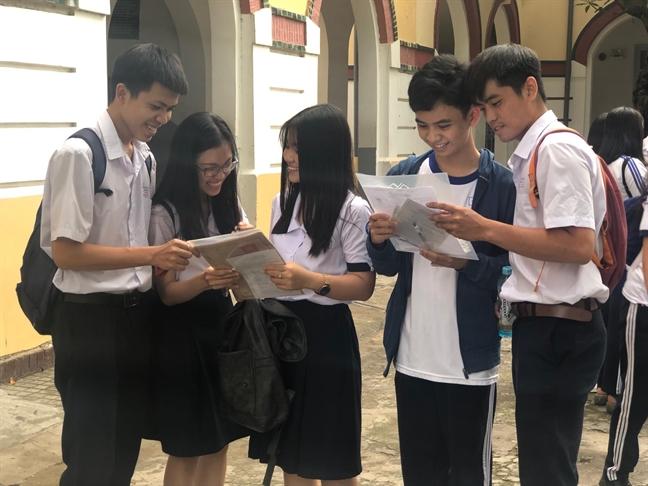 Hon 71.000 thi sinh Sai Gon doi mua lam thu tuc du thi THPT quoc gia