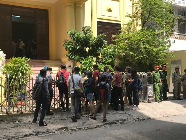 Toa tra ho so vu Nguyen Huu Linh om hon be gai 8 tuoi trong thang may