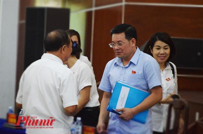 Ong Le Truong Hai Hieu vang mat, dan truy van nguyen chu tich quan 12 - Nguyen Toan Thang