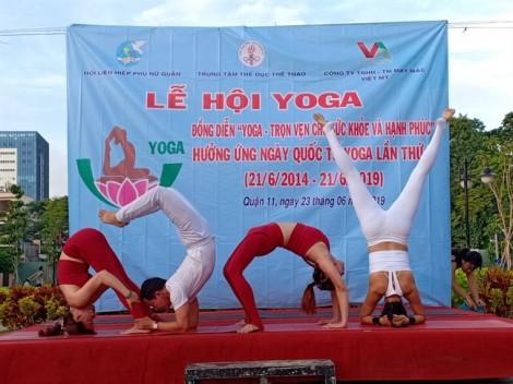 Đồng diễn Yoga