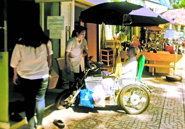 Phong kham tu thien Sai Gon: tram trung chuyen long nhan ai
