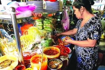 Ăn hàng ở chợ Bàn Cờ