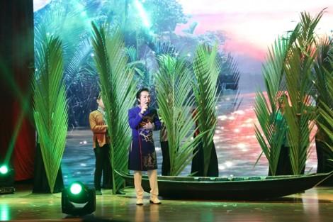 Khán giả chen nhau xông vào hậu trường để nhìn nghệ sĩ Vũ Linh