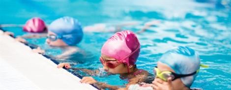 Trẻ bị suyễn có nên đi bơi?