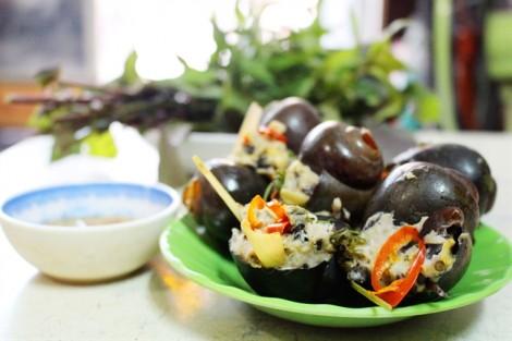 Ngày mưa, đi ăn ốc bươu nhồi thịt ấm nóng đường Nguyễn Văn Giai