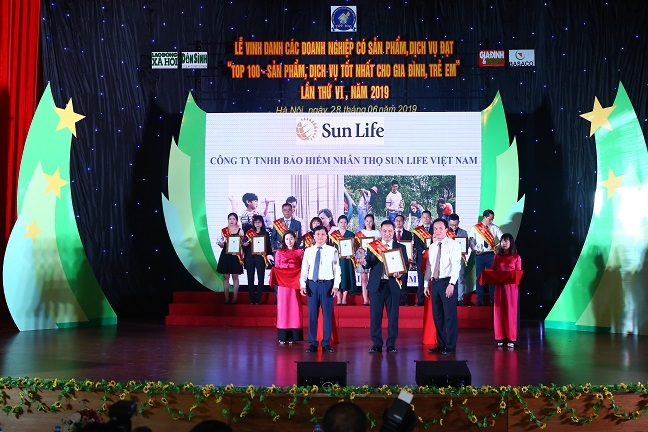 Sun Life Viet Nam lot Top 100 san pham tot nhat cho gia dinh va tre em