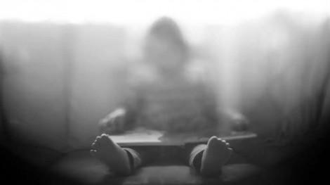 Thiếu niên 12 tuổi cưỡng bức bé gái 4 tuổi vì 'phim heo'