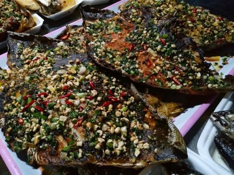 Chỉ cách Sài Gòn 100km, thiên đường chợ hải sản Hồ Tràm khiến du khách mê mệt