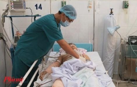Nhân viên bệnh viện hiến cho đủ 5 lít máu để cứu chàng trai 22 tuổi vỡ gan, vỡ lách