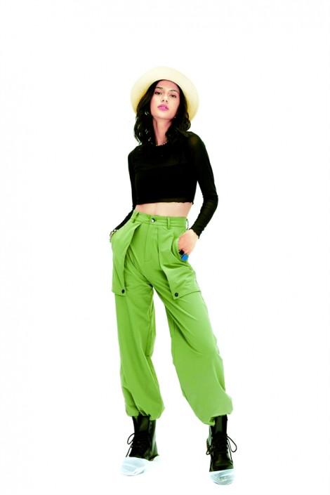 Quần cargo pants là gì mà kiểu áo nào cũng phối được?