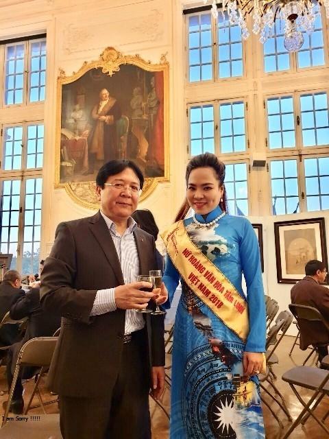 Nguyen Thu truong Vuong Duy Bien noi gi ve viec trao danh hieu 'Nu hoang van hoa tam linh'?