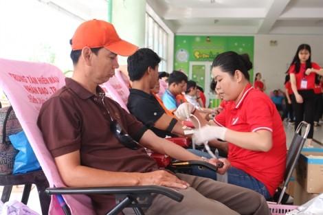 1.574 người tham gia hiến máu cứu người