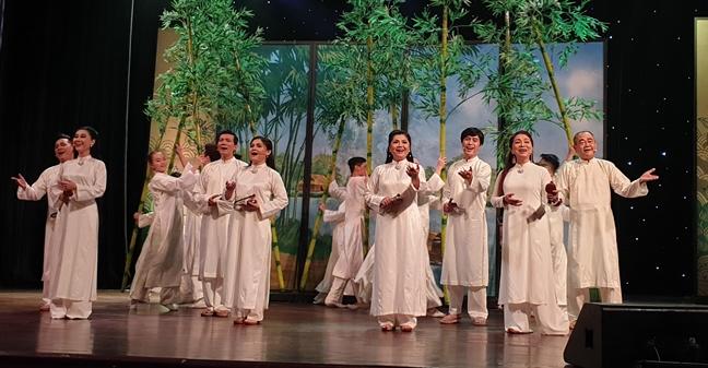 'Cai luong - Tram nam nguon coi': 'Neu ba con song ong se vui lam'