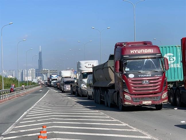 Ket cung tren cau Phu My va cao toc TP.HCM - Long Thanh, nhieu tuyen duong quan 2 te liet