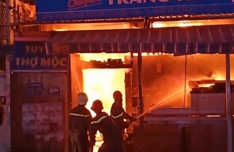 Thanh niên thoát chết cháy nhờ tiếng đập cửa của hàng xóm