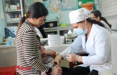 2 trẻ ở TP.HCM sốc phản vệ do tiêm vắc xin, bác sĩ cảnh báo chỉ có 15 phút để cứu sống