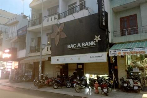 Bắt khẩn cấp đối tượng dùng súng đột nhập ngân hàng ở Sài Gòn
