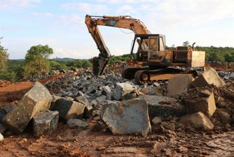 Phát hiện một công trường khai thác đá trái phép với quy mô rất lớn