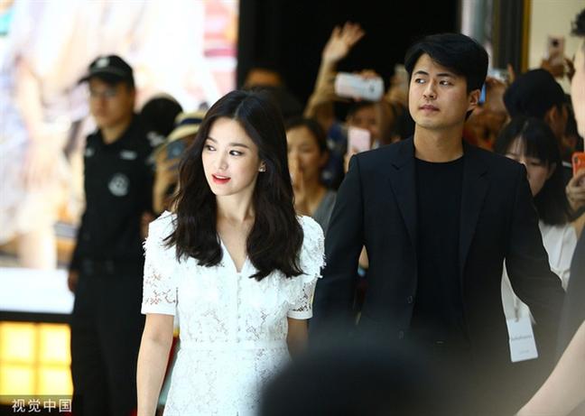 Dien mao doi lap cua Song Hye Kyo va Song Joong Ki sau ly hon