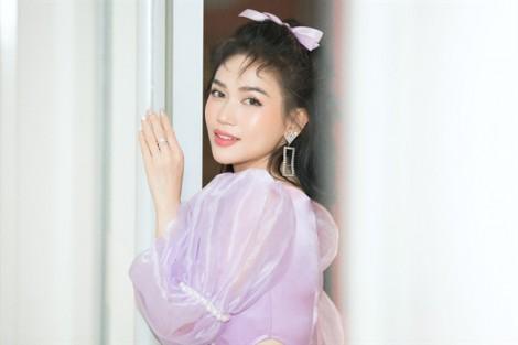 Sĩ Thanh 'hack tuổi' với hình tượng công chúa ngọt ngào