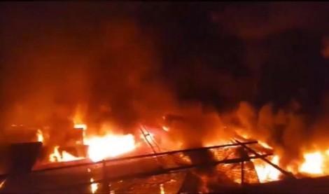 45 ki ốt bị lửa thiêu rụi lúc nửa đêm